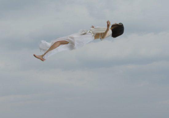 【AfterEffects】人物を宙に浮かせる表現をした / STIMULUS